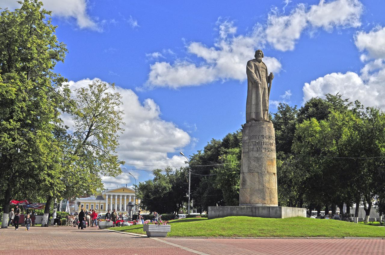 Памятники сусанину в костроме описание заказать памятник в нижнем новгороде в новостройке